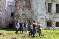 Прибирання території Поморянського замку