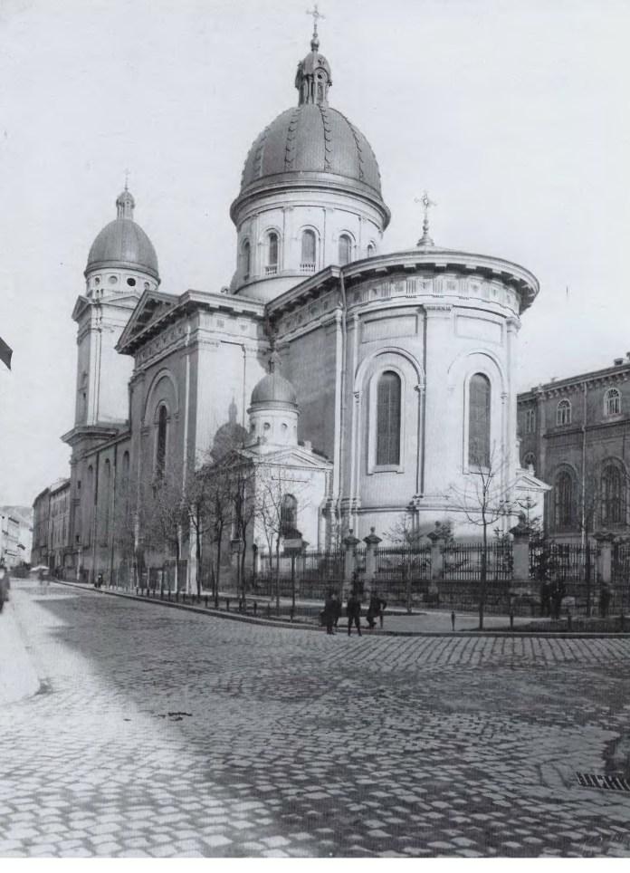 Храм Преображення Господнього, збудований на руїнах монастиря тринітаріїв. Фото початку XX ст.