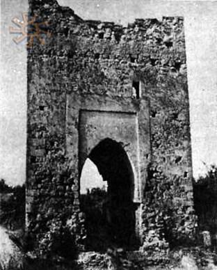 Вежа до реставрації (фото з http://www.castles.com.ua/piat.html)