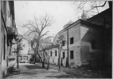 Північний дворик Вірменської церкви. Фото міжвоєнного періоду