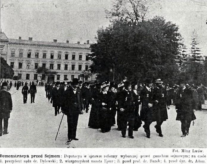 """5.Демонстрація перед Галицьким сеймом щодо виборчої реформи у 1909 р. Джерело: """"Nowości illustrowane"""" 1909, nr. 39"""