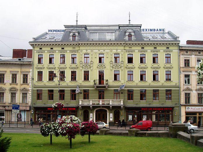"""Колишній будинок готелю """"Європейський"""", де зараз міститься """"Укрексімбанк"""". Сучасне фото"""