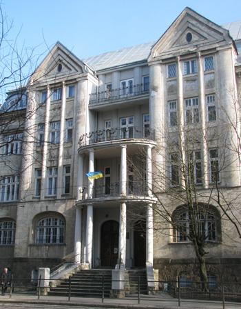Факультет журналістики міститься в колишньому житловому будинку.