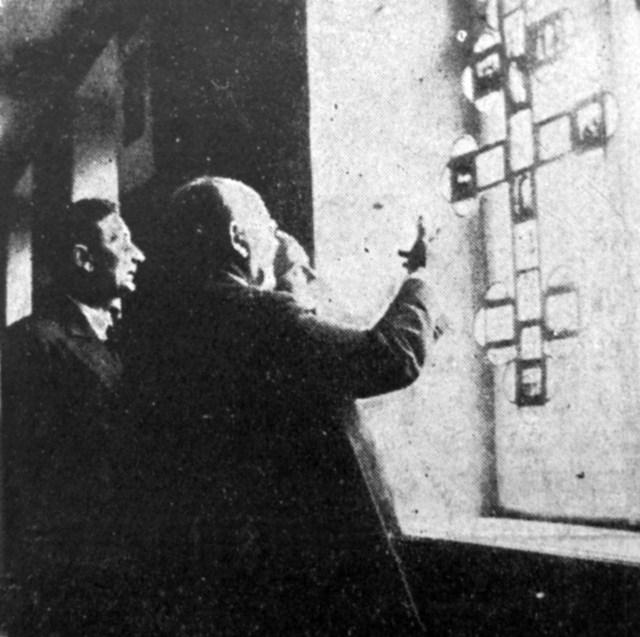Степан Дмоховський (на передньому плані), Львів, поч. 1930-х рр. (Назустріч. – 1934.–Ч. 8)