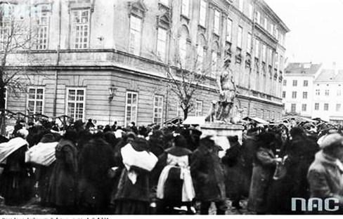 Базар навколо фонтану «Діана», початок ХХ ст.