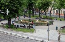 Клумба на проспекті Свободи (фото з тераси Клуб «Спліт-Львів»), 2016 р.