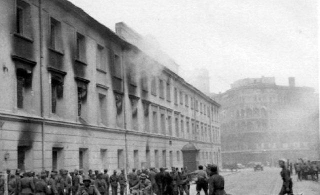 Вулиця Казимирівська у Львові. В'язниця «Бригідки» після відходу Червоної армії у червні 1941року