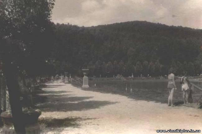 """Набережна """"Комсомольського"""" (Винниківського) озера. Фото 1950-х рр."""