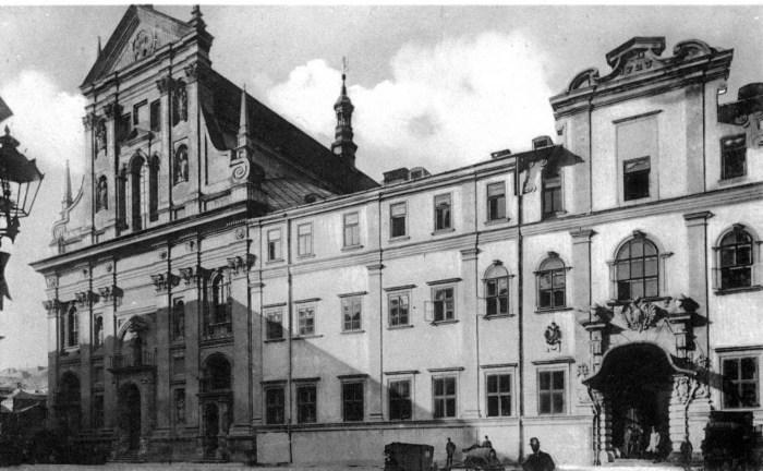 Колишня будівля Єзуїтської колегії в котрій з 1723 року містилась університетська бібліотека. Фото кінця 19 - поч. 20 ст.