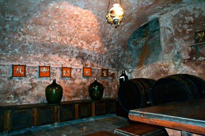 Пивниці з бочками з-під вин в аптеці (фото Тетяна Жернова, 2016р)