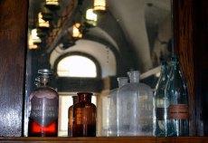 Пляшечки для ліків в аптеці(фото Тетяна Жернова, 2016р)