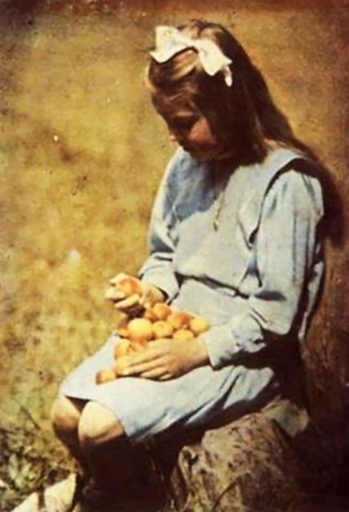 Генрик Міколяш «Дівчинка з морелями», 1910 рік