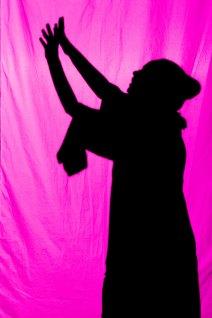 Сцена з вистави дитячого зразкового театру-студії «Чарівна Скринька» за мотивами історії Льюїса Керолла «Аліса у країні Чудес»