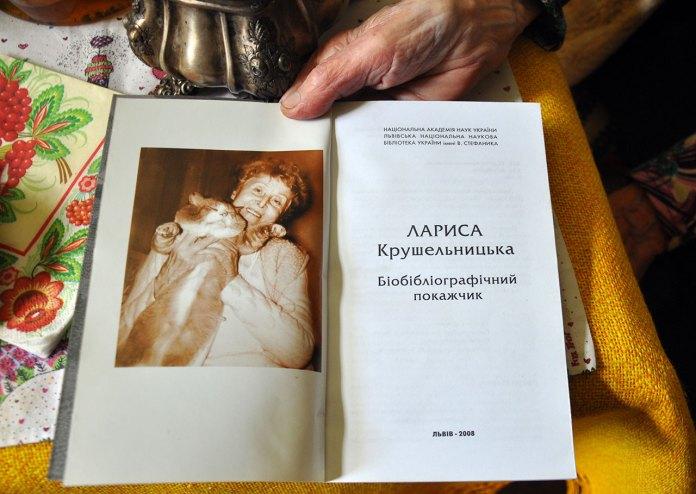 Лариса Крушельницька з улюбленим котом. Фото Мирослава Ляхович