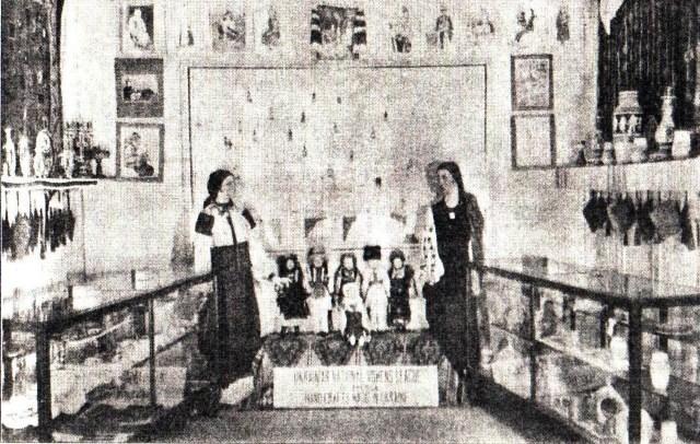 """Виставка товарів кооперативу """"Українське народне мистецтво"""" у Чикаго, 1930-ті рр."""
