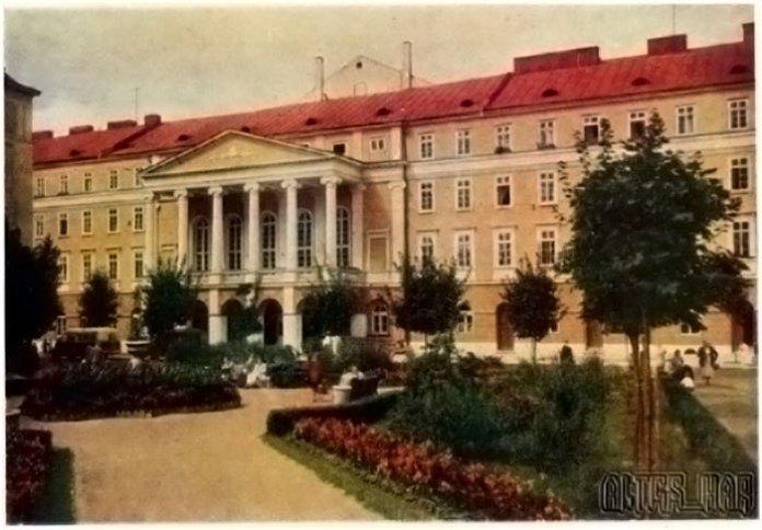 Сквер, на місті якого було споруджено автокінотеатр. Листівка 1950-1960-х рр.