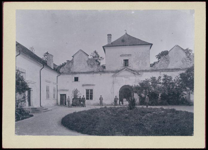 Свірзький замок на початку 20 ст.. Фото 1905 року