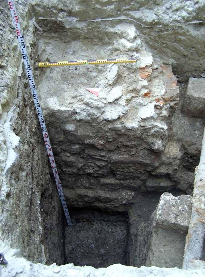 Залишки Високого муру. Фотоматеріали з експедиції Археологічно-архітектурної служби: Юрій Лукомський