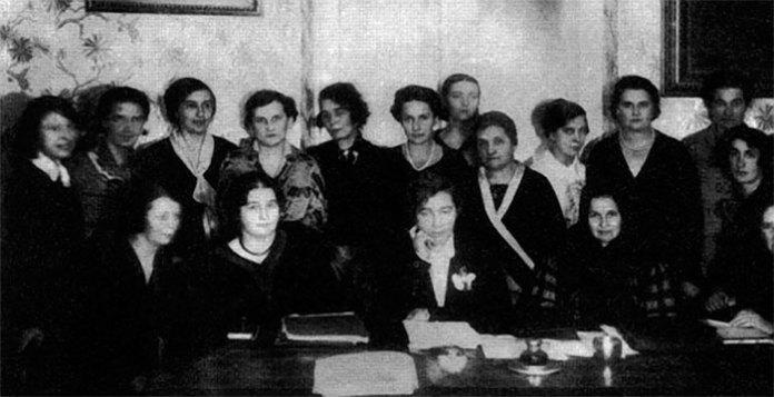 Президія Союзу українок. В центрі - Мілена Рудницька