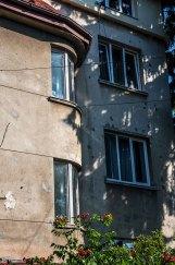 Будинок на вул. Лижв'ярській, 18, (на світлині видно типові для стилю вікна)фото М. Ляхович