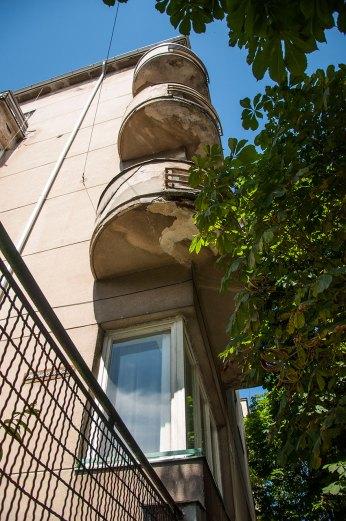Будинок № 40 на вул. Котляревського, на фото видно балкони півкруглої форми, фото М. Ляхович