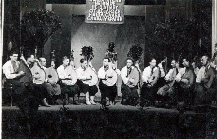 Кобзарський фестиваль 1943 року на сцені в Інституті Народної Творчості