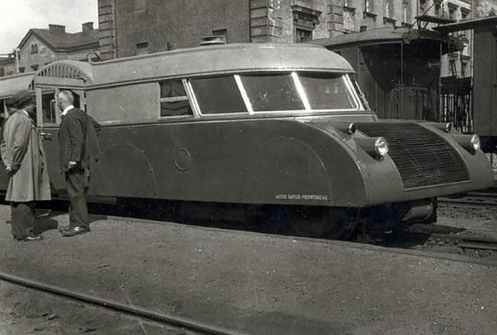 """Австрійська """"Люкс-торпеда"""" на Краківському вокзалі. Фото орієнтовно 1938 року"""