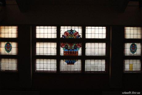 Старовинні вітражі, що збереглись до сьогодні. Фото:http://school6.lviv.ua/