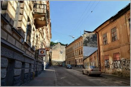 Вулиця Академіка Колесси, шлях до гори Вроновських (фото Тетяна Жернова, 2016р)
