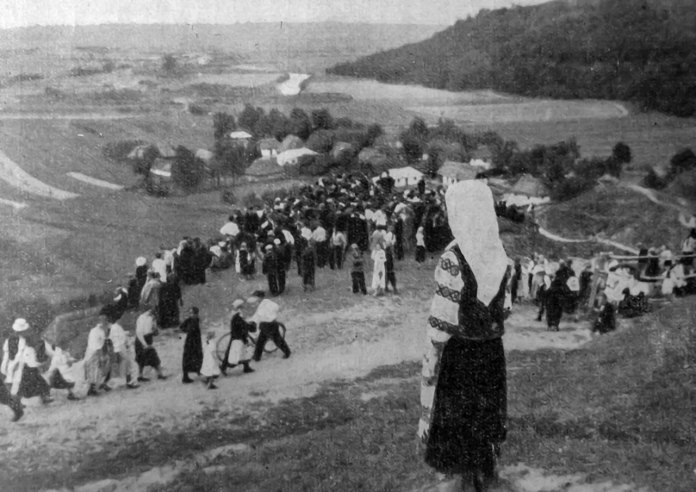 Юліан Дорош. Вид на розкопки й околицю Крилоса, 1936 р. (Наша Батьківщина. – 1937. – Ч. 1)