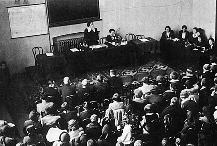 Відкриття з'їзду Союзу українок. Львів, 9 жовтня 1937 року.