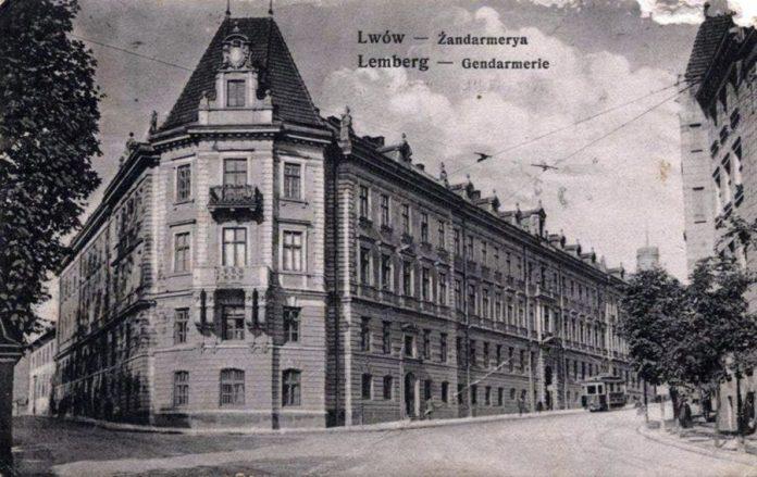 Будинок управління поліції на розі вул.Коперніка та Сапєги