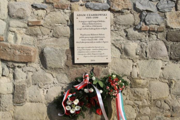 Меморіальна таблиця на честь Адама Чагровського. Фото з www.egrihir.hu