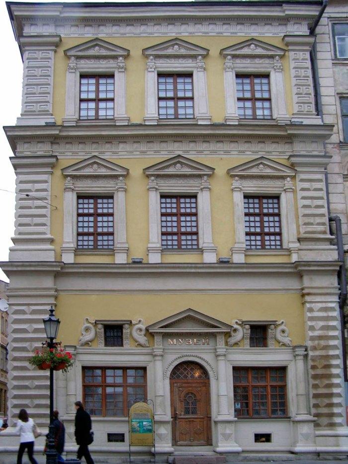 Палац Бандінеллі на площі Ринок у Львові
