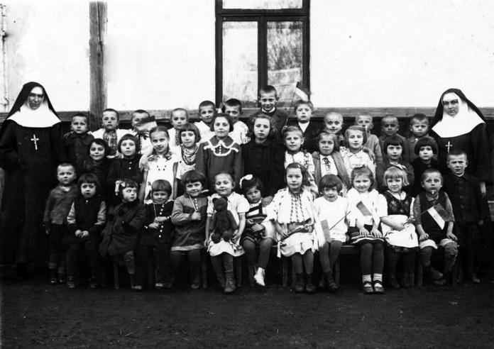 Захоронка у Старому Самборі, ймовірно, 1920–1930-ті рр. (зі сайту http://ssmi-ua.org)