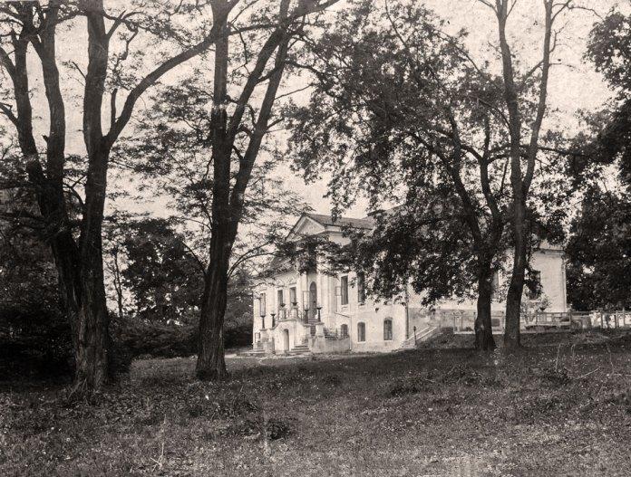 Будинок на Збоїськах, подарований згромадженню редемптористів митрополитом Андреєм Шептицьким. З 1919 по 1945 р. тут знаходитиметься монастир Матері Божої Неустанної Помочі