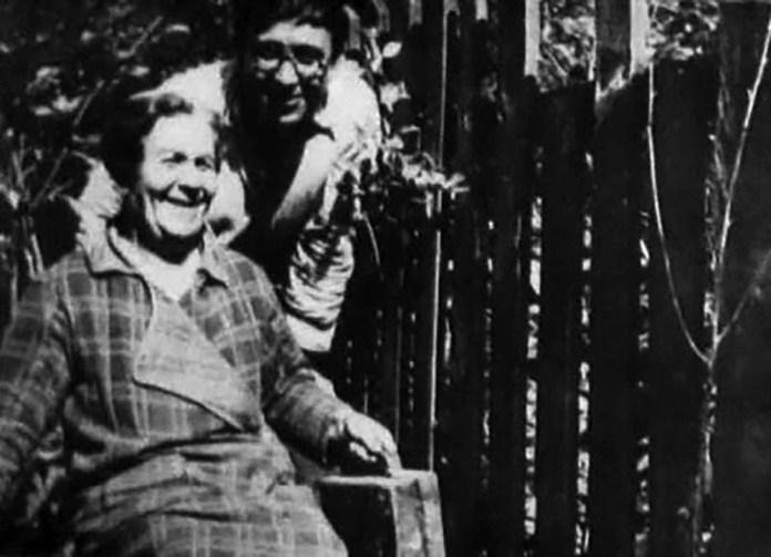 Фото Леопольда Левицького зі своєю матір'ю
