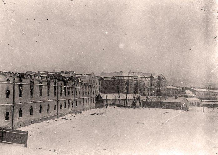 Касарні Фердинанда після пожежі. Фотографія 1918 року