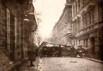 Львів, барикади на вулиці Словацького. Фотографія 1918 року.
