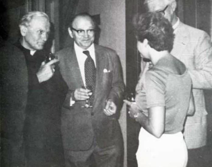 Омелян Пріцак та кардинал Кароль Войтила. Фото з http://www.brama.com