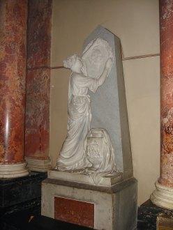 Пам'ятний знак на честь Артура Ґроттґера в Домініканському костелі Львова (скульптор Ципріян Годебський)