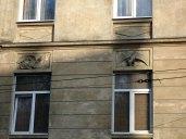 Дракони й симаргли в скульптрному оздобленні сецесійної кам'яниці по вул. І. Франка, 71 (колись Зиблікевича, 43). Фото: Остап Лещук