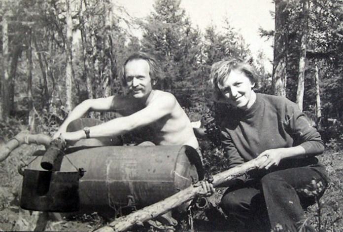 В'ячеслав Чорновілз дружиною Атеною Пашко у Якутії, літо 1968 р. / http://his.img.pravda.com/images/doc/4/a/4a7a080-1.jpg