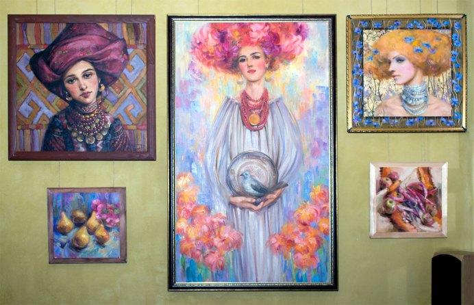 Експозиція виставки живопису Ксенії Дацюк «Осінній блюз»