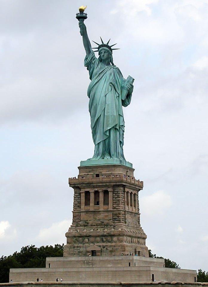Статуя Свободи. Острів Елліс в 1956 перейменований на острів Свободи
