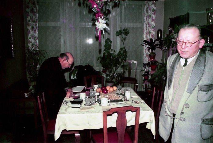 Отці Ян Ярош (зліва) та Ярослав Адамек. Брно, Чехія, грудень 1969 р.