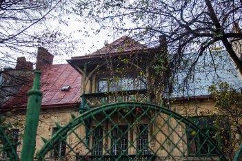 Дерев'яне оздоблення балкону (вул. І. Котляревського, 29). Фото: Анастасія Нерознак
