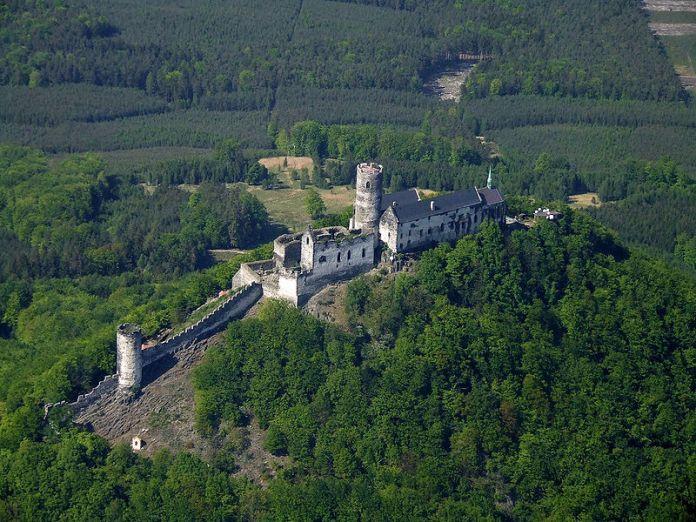 Замок Бездез. Фото з www.zarukakvalit.cz