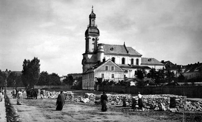 Костел монастиря сакраменток, початок ХХ ст.Костел монастиря сакраменток, початок ХХ ст.