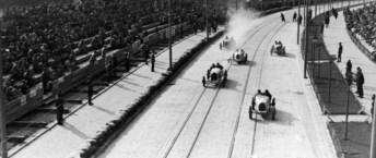 Учасники Leopolis Grand Prix мчаться по вулиці Вітовського. Фото 1930-1934 рр.